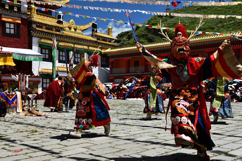 Mask Dance in Lhagang Monastery (Tagong Si)