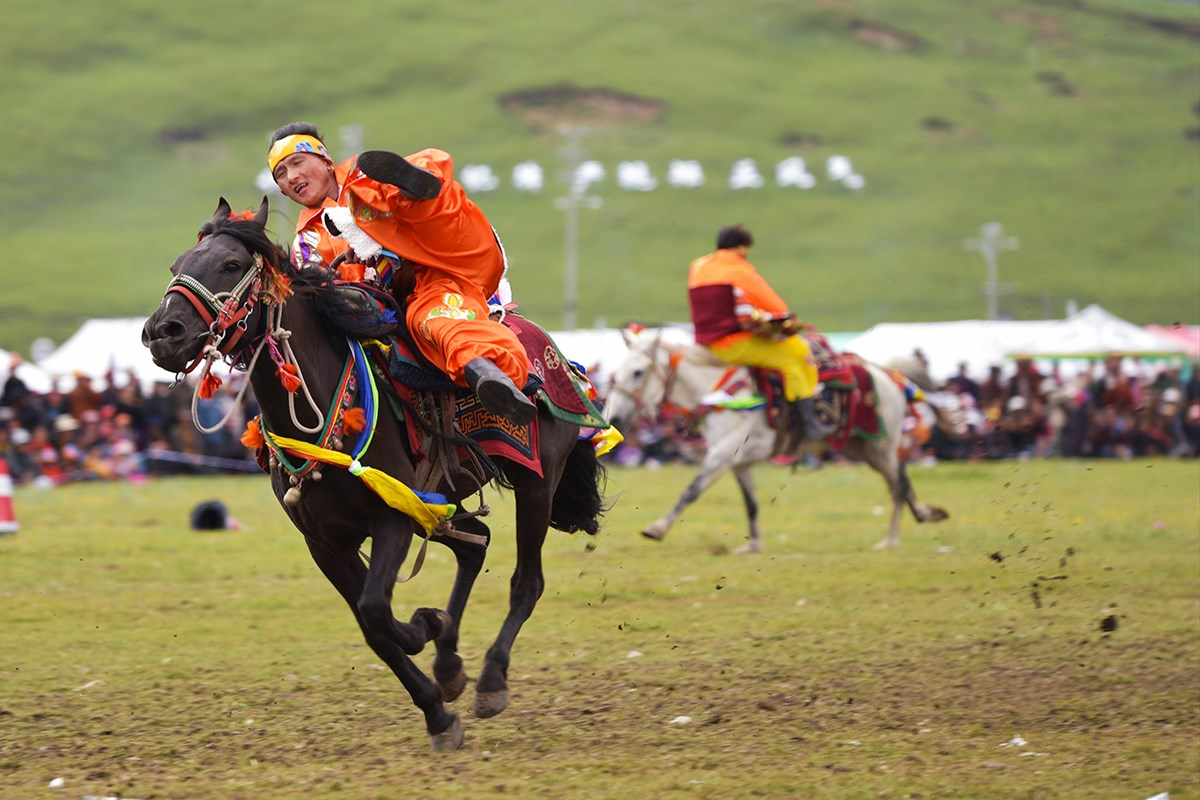 Litang Horse Racing Festival | Photo by Liu Bin