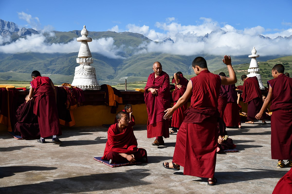 Debate in Ganzi Monastery | Photo by Liu Bin