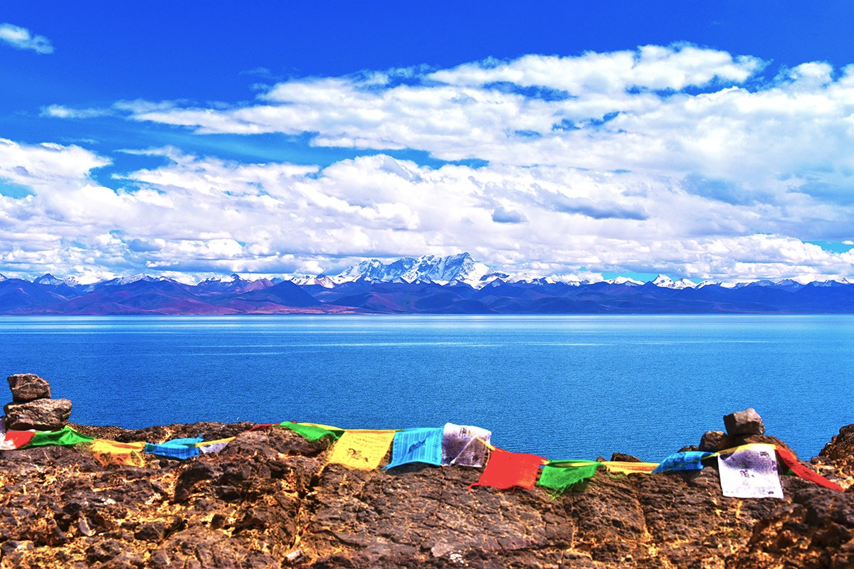 Nam Tso and Nianqingtanggula Mountain | Photo by Liu Bin