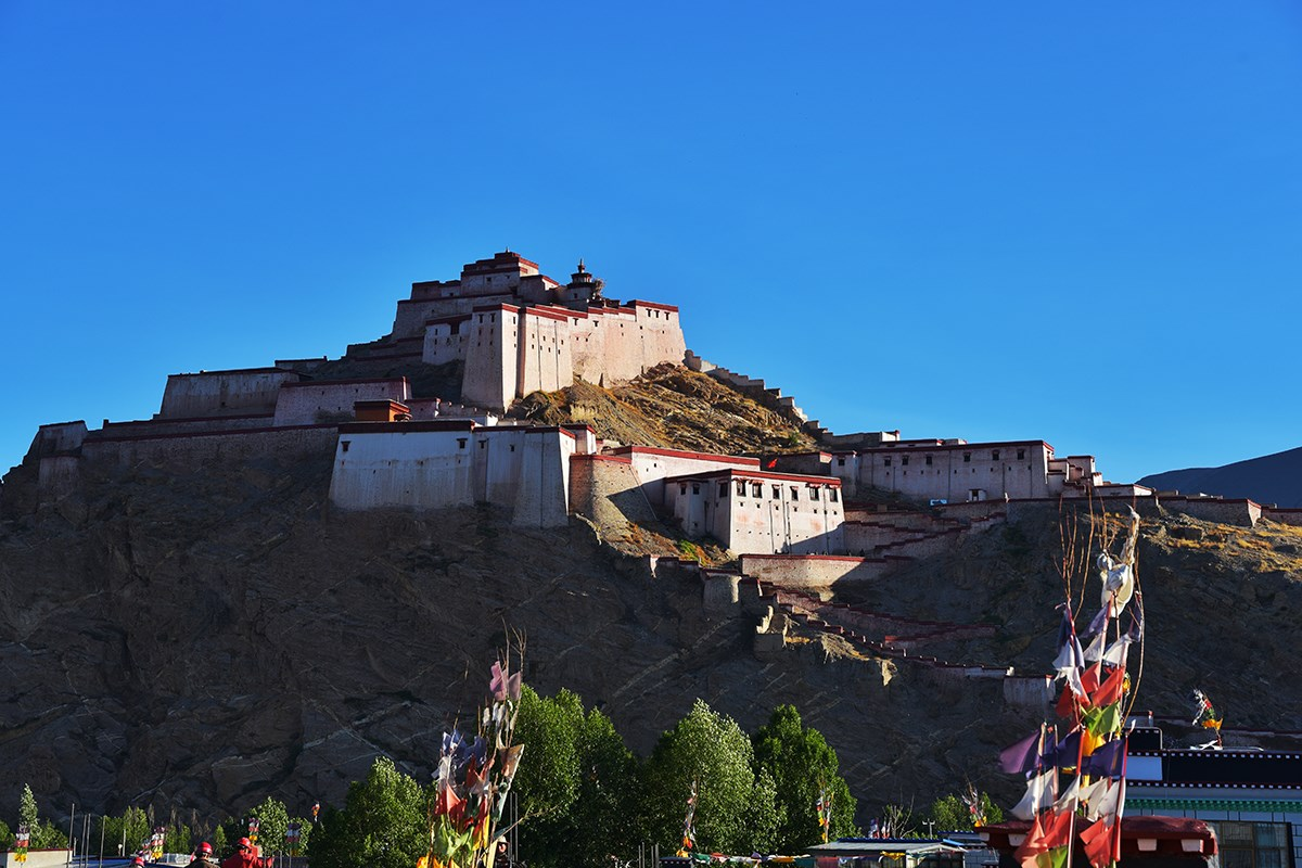Gyantse Dzong Castle | Photo by Liu Bin